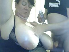 Esa hermosa chupona de tetas grandes es follada. | Webcam
