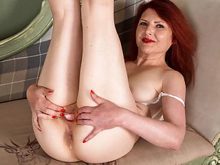 Matures Grannies movie: Redhead mature solo