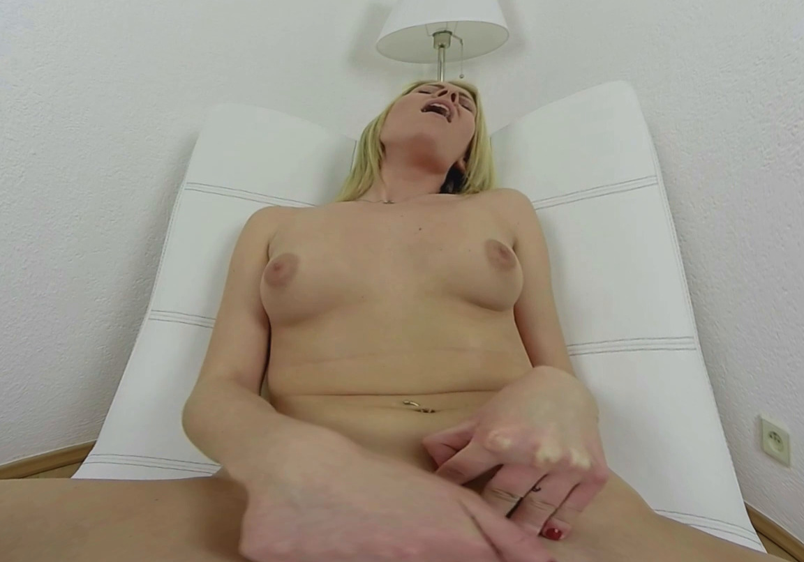180 degree pussy masturbation from blonde babe vr 2