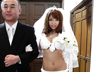 Teens Amateur video: During her wedding she has to suck on a hard wiener