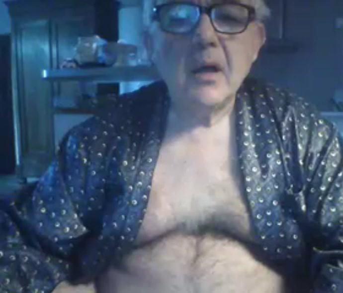 grandpa show his body