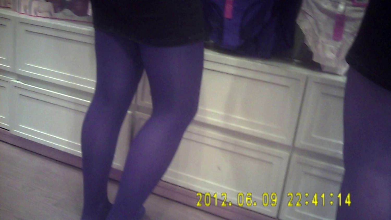 Pantyhose Saleswoman in sexy black pantyhose