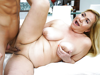 Streaming movie - Busty mature babe got fucked hard