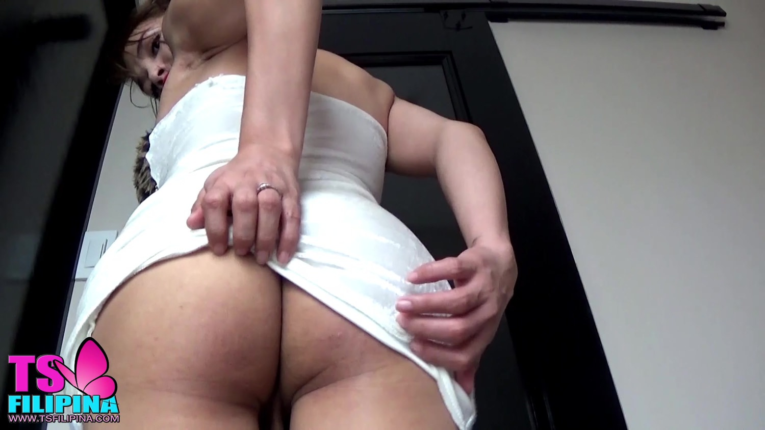 bus brunette asiatique: ts filipina busty brunette asian shemale