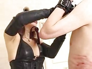Femdom Mistress Slave video: Asian  Mistress  Whipping  Slave