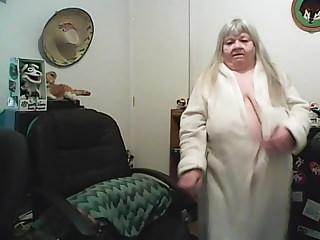 Webcams Grandma On Cam video: grandma sow on cam