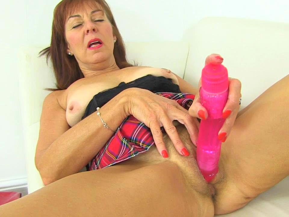 Amateur gilf needs to suck dick 8