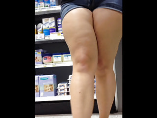 Voyeur Candid Pawg video: Thick-thighed Pawg Candid