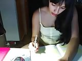 laraboobs tries to study