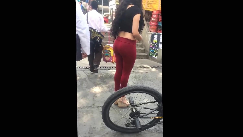 Hot leggins in mature girl &amp perfect ass candid
