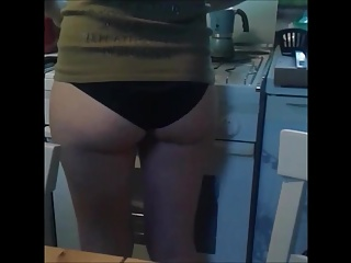 Kitchen Candid Hidden Cams video: Candid ragazza ass kitchen