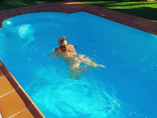 Big Butts Big Natural Tits Hd Videos video: Lisa in the pool 3