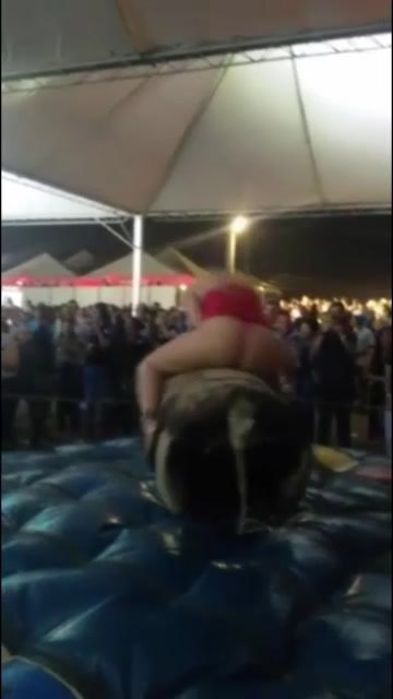 Fat Ass Amateur Riding the Bull!