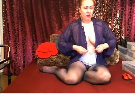Mature legs in pantyhose 01