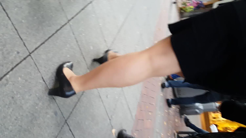 BBW BITCH walking heels pantyhose