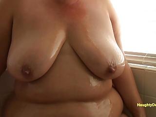 Big Boobs Big Butts Big Natural Tits video: Desiree oiling her plush body