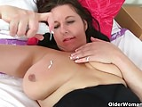 Wapxtube.com UK mum Jessica's tits and pussy need a massage