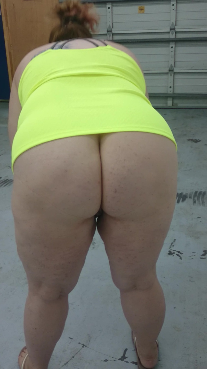 Meaty pawg shopping for wine 4