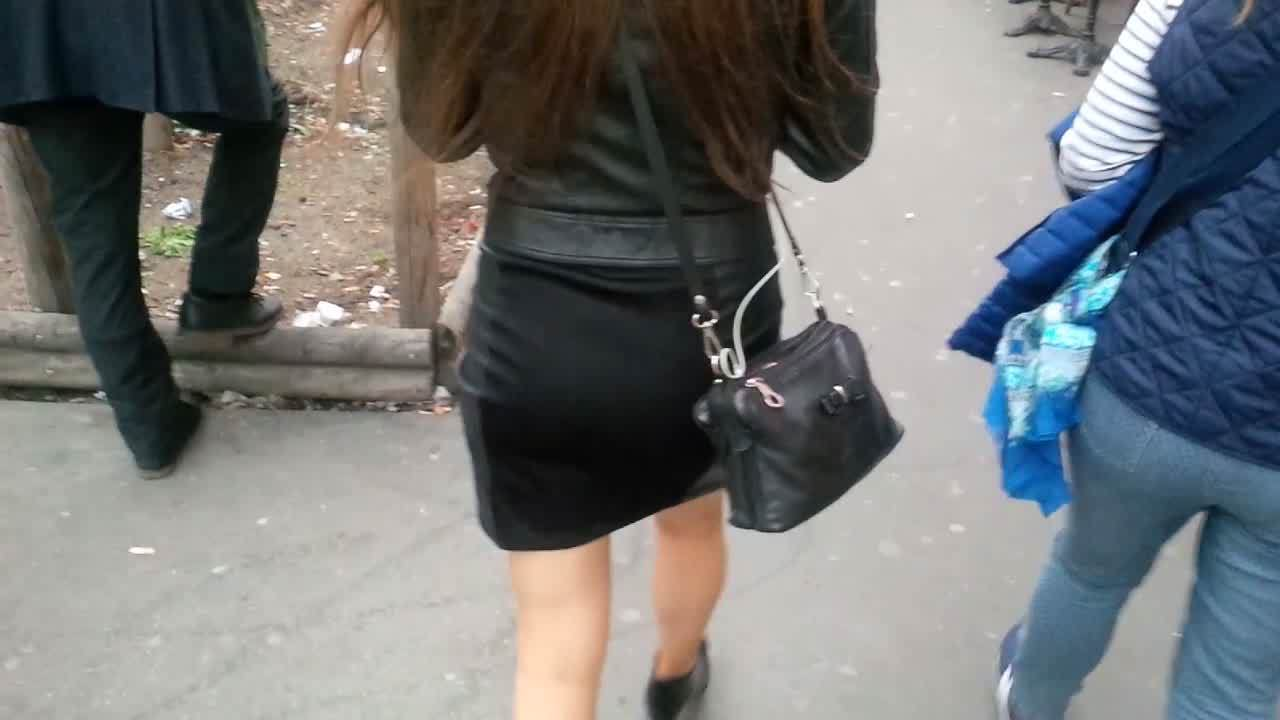 Parisian lady in short skirt !
