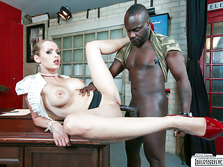 Streaming movie - BUMS BUERO - Interracial office fuck with German MILF boss