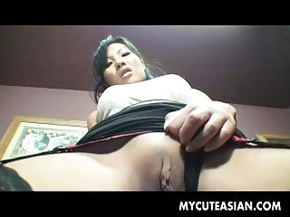 Streaming movie - Irresistible Asian babe cummed on her feet
