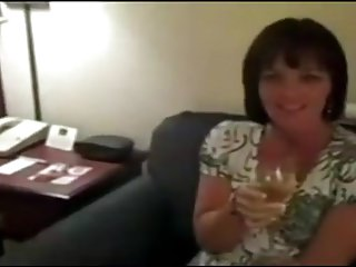 Milfs Amateur Swingers video: Hotwife Wendy gangbanged