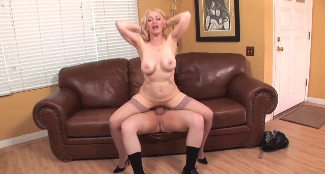 Mature big tits in stockings fucks greatTOP MATURE