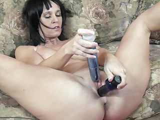 Milfs Amateur Masturbation video: Busty MILF Melissa Swallows is fucking her mature pussy