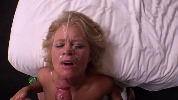hot mature woman get it in her hairy pussy