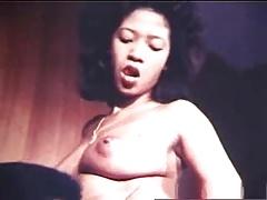 Lekkere slet laat harige kut likken | Sex film met Klassieke videos
