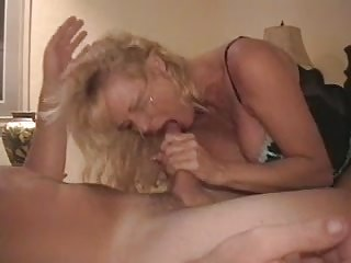 Mature wife really enjoys herself with a college boy