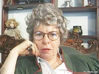 Masturbation Matures Grannies video: Granny Fingers Her Ass