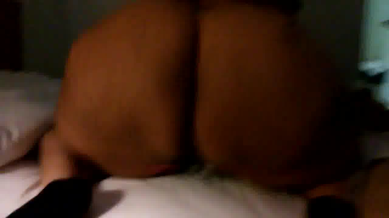 Big Black BBW Shaking ass on bed