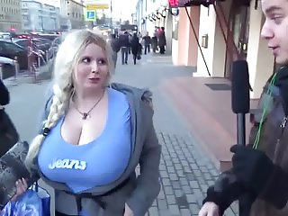 Blondes Bbw video: huge boobs shoking the bodcaster