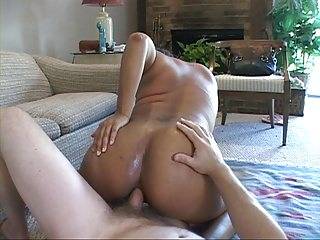 Bubble Butt Latina MILF Gets Butt Fucked