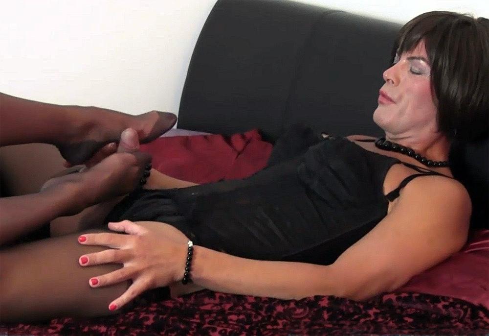 Show Vidio Of Slut In Uniform Stripping In Front Of Men