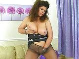 Wapxtube.com British milf Gilly doesn't wear knickers just tights today