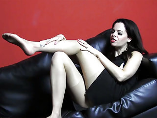 brunette-babe-tease-nylon-pantyhose-for-cum-on-her-legs-feet