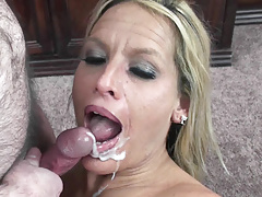 Blonde MILF Skylar Rae is getting her mature pussy pounded-Homemade Amateur Video