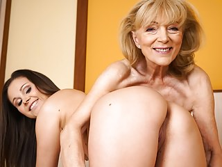 Streaming movie - Szuzanne and Liza Shay playing with each other's pussies
