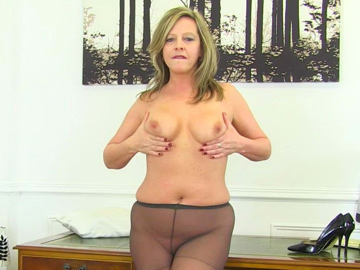 Matures,Milf,British,Nylon,Mom,Older Woman Fun,HD Videos,At the Office,Knickers,Office MILF,Thighs,Office
