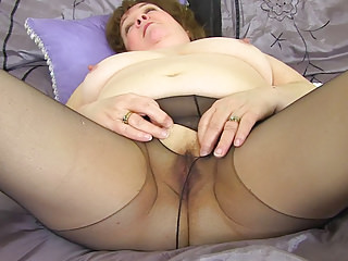 Streaming movie - UK granny Susan strips off and dildo fucks her old fanny