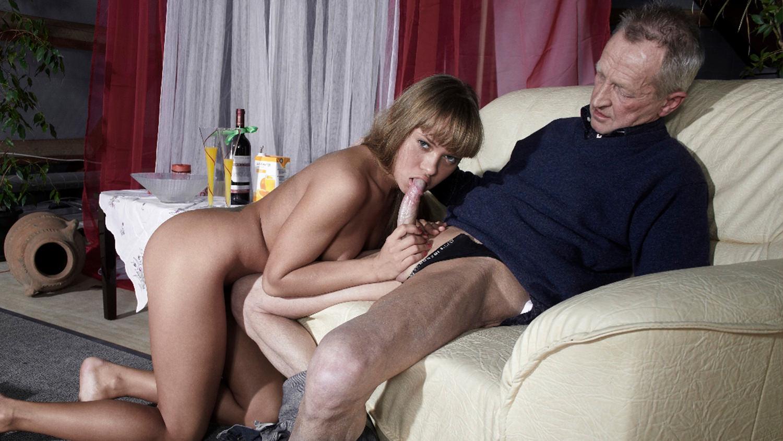 Смотреть старик трахает молодую и кончает ей внутрь онлайн