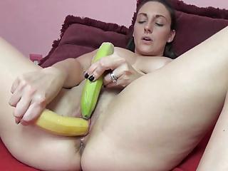 Amateur Masturbation Big Boobs video: Kinky MILF Melanie Hicks is making herself cum with fruit