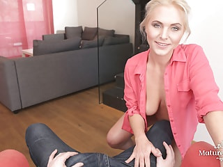 Blonde hussy wants you to plug her sinkhole over and over again