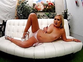 LENA NITRO - your blonde temptation